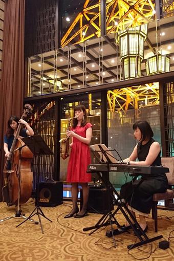 【事例】クリスマス演奏 女性ジャズトリオ