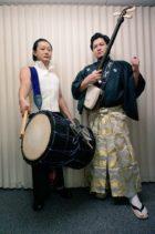 伝統音楽で会場を沸かせます