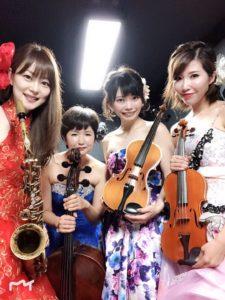 ヴァイオリン、サックス、チェロの華やかな衣装のミュージスター