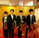 ヴァイオリン2名、ヴィオラ、チェロの男性弦楽四重奏でした
