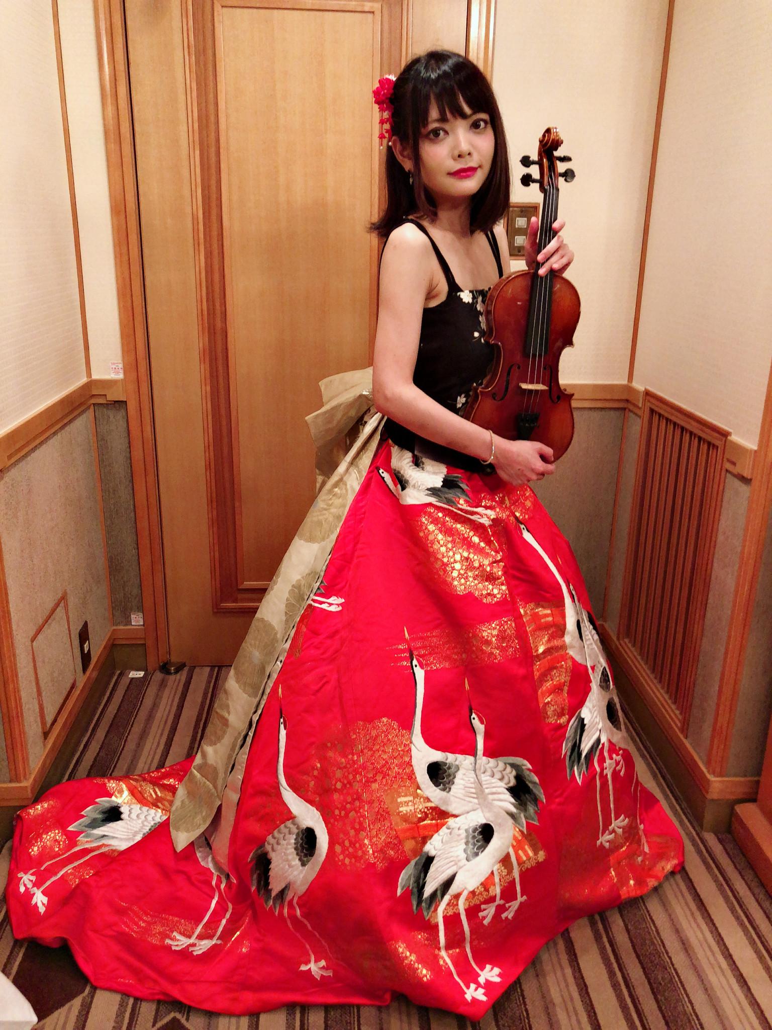 なでしこオーケストラの美人ヴァイオリン奏者