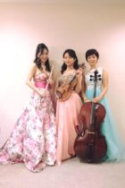 フルート、ヴァイオリン、チェロの三重奏で生演奏でした