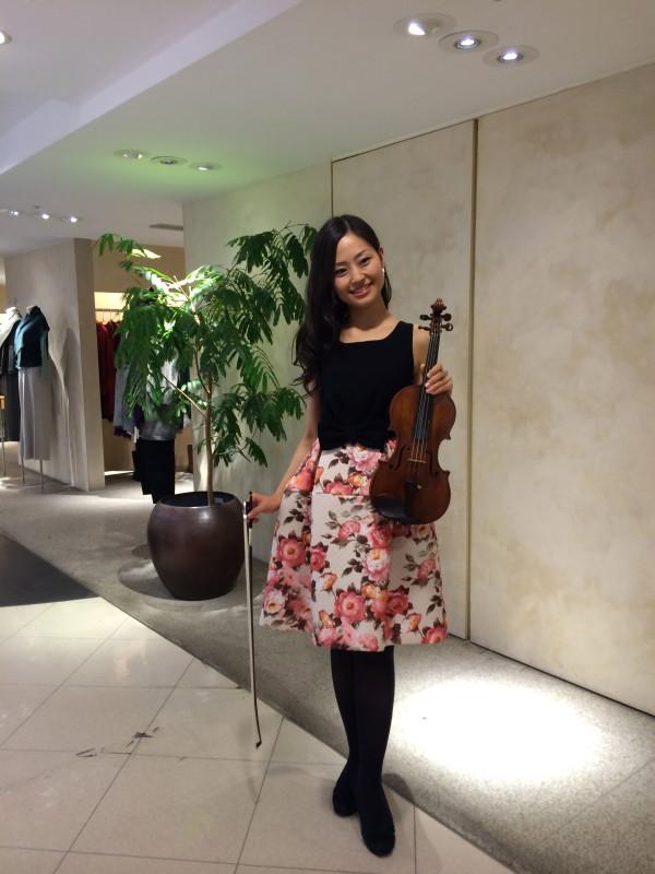 百貨店にてヴァイオリンソロコンサート