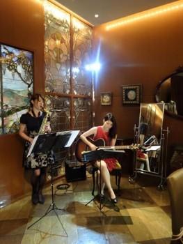 サックスとギターのスィングデュオ演奏
