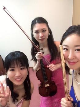 フルート、ヴァイオリン、ピアノの音色が楽しめます
