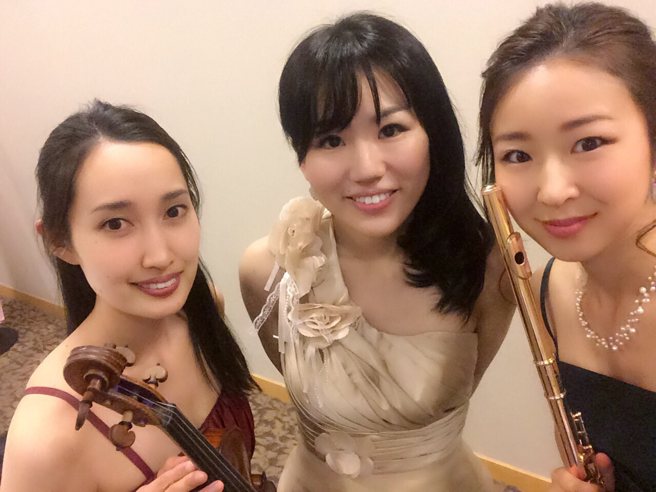 フルート、ヴァイオリン、ピアノの三重奏生演奏でした