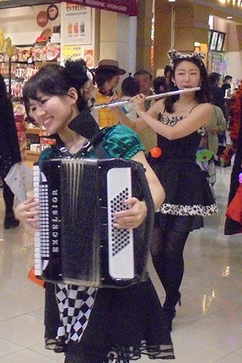 【事例】ハロウィンパレード演奏 モラージュ菖蒲 2日間