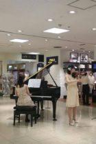 東急百貨店様にて二重奏生演奏でした