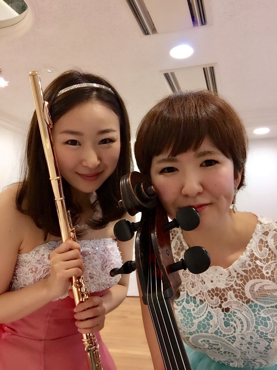祝賀会にてフルートとチェロの二重奏生演奏でした