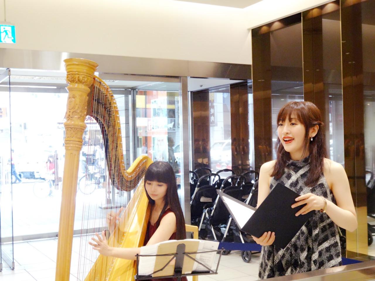 ハープと声楽の二重奏生演奏でした