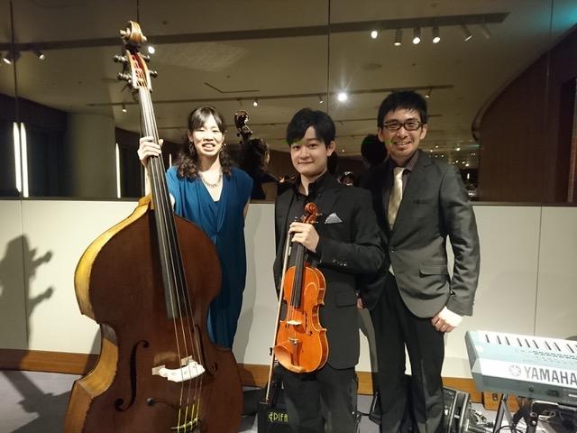 ヴァイオリン、ベース、キーボードの3名でパーティー演奏でした