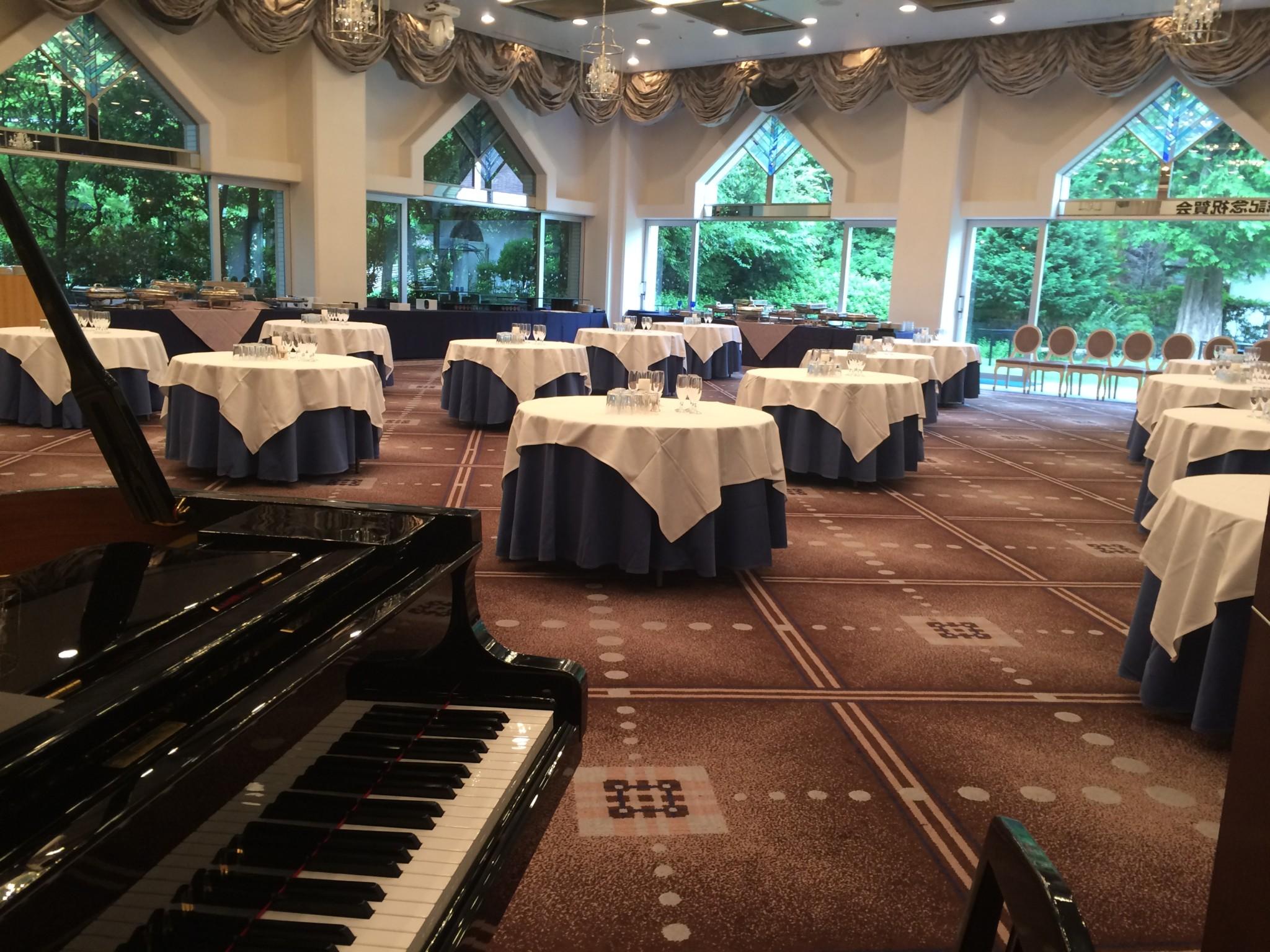 千里阪急ホテルにてピアノ伴奏出した