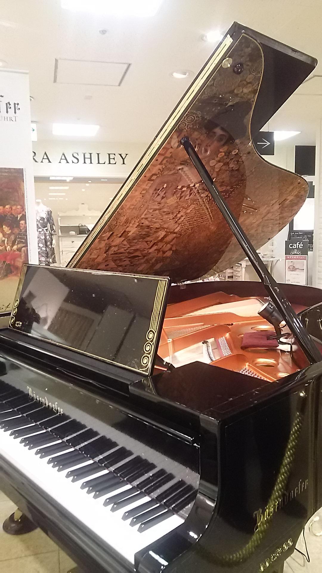 歴史あるピアノを弾かせて頂きました