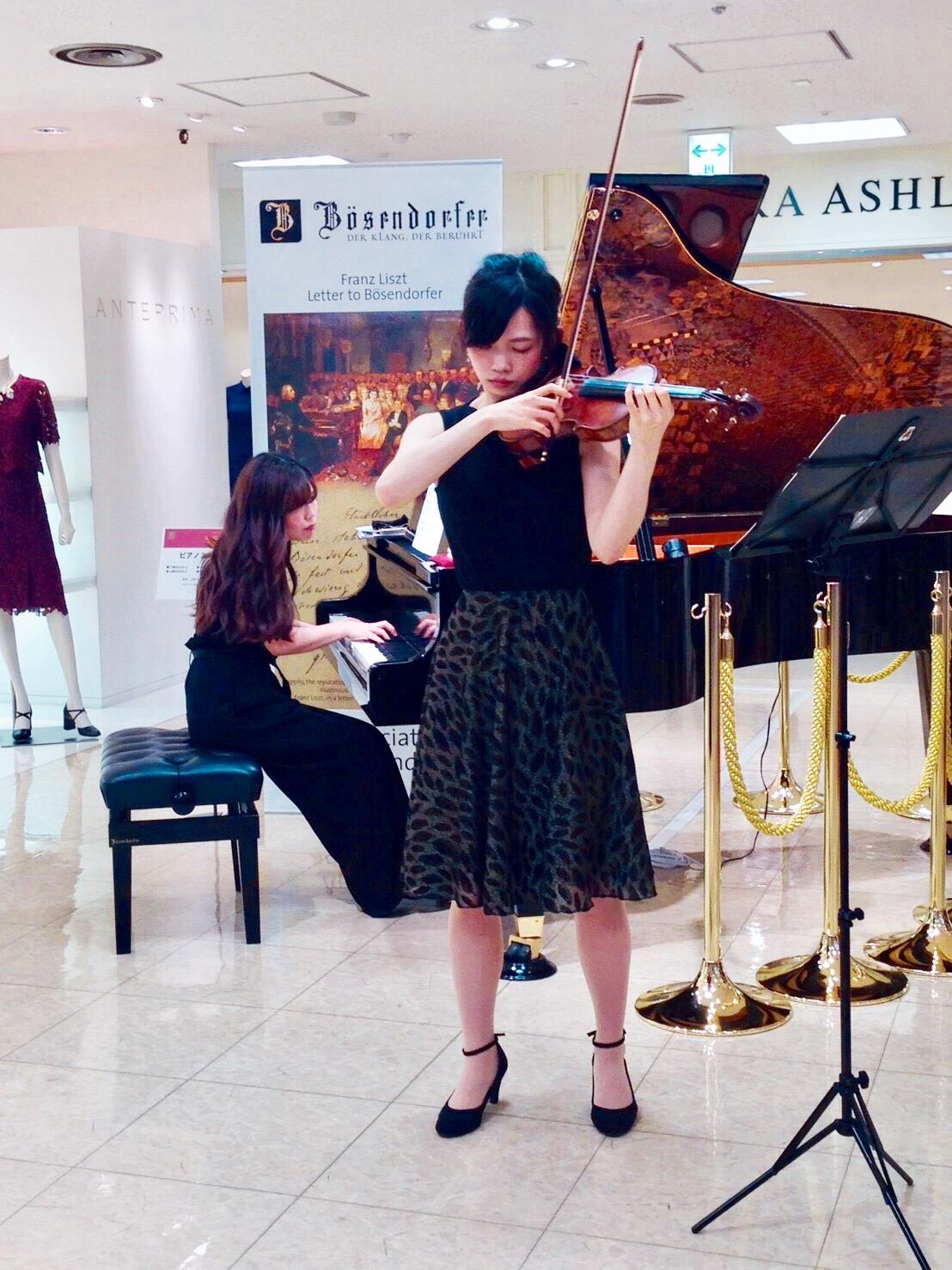 東急百貨店様にてヴァイオリンとピアノの二重奏演奏でした