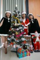 歌、ピアノ、パーカッションの3名でクリスマスコンサートでした