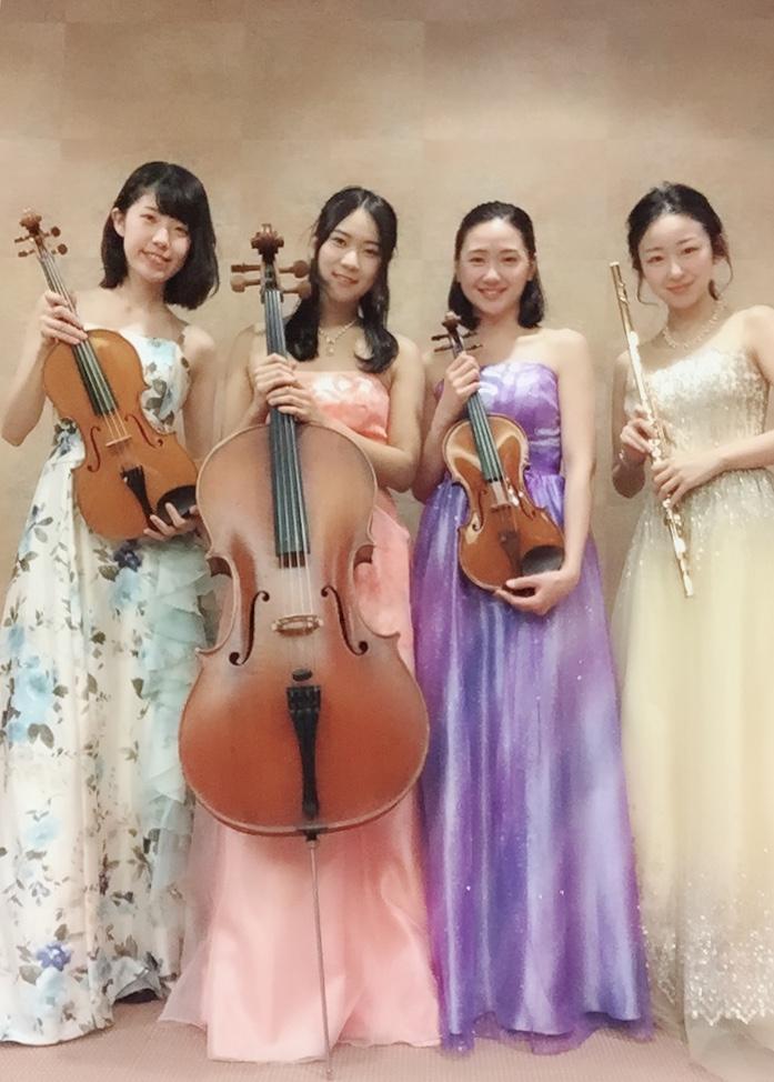 フルート、ヴァイオリン、ビオラ、チェロの4重奏です
