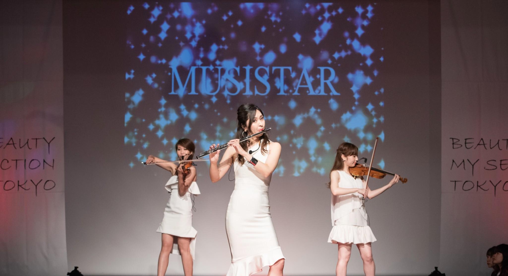 美人フルート奏者の生演奏は人気があります