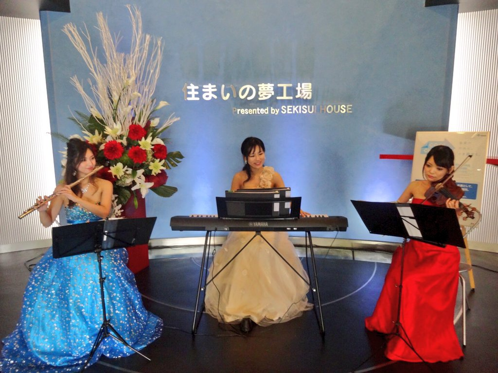 フルート、ヴァイオリン、ピアノのトリオ演奏でした