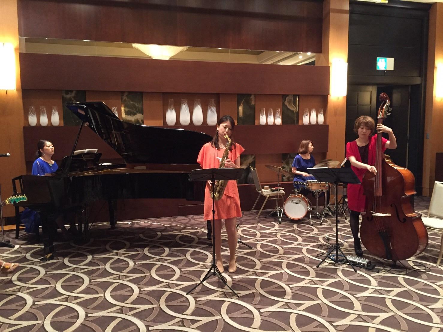 美人女性ジャズユニットはリクエスト曲も演奏します