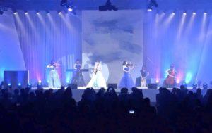 ミニオーケストラで2,000人のお客様の前で生演奏でした