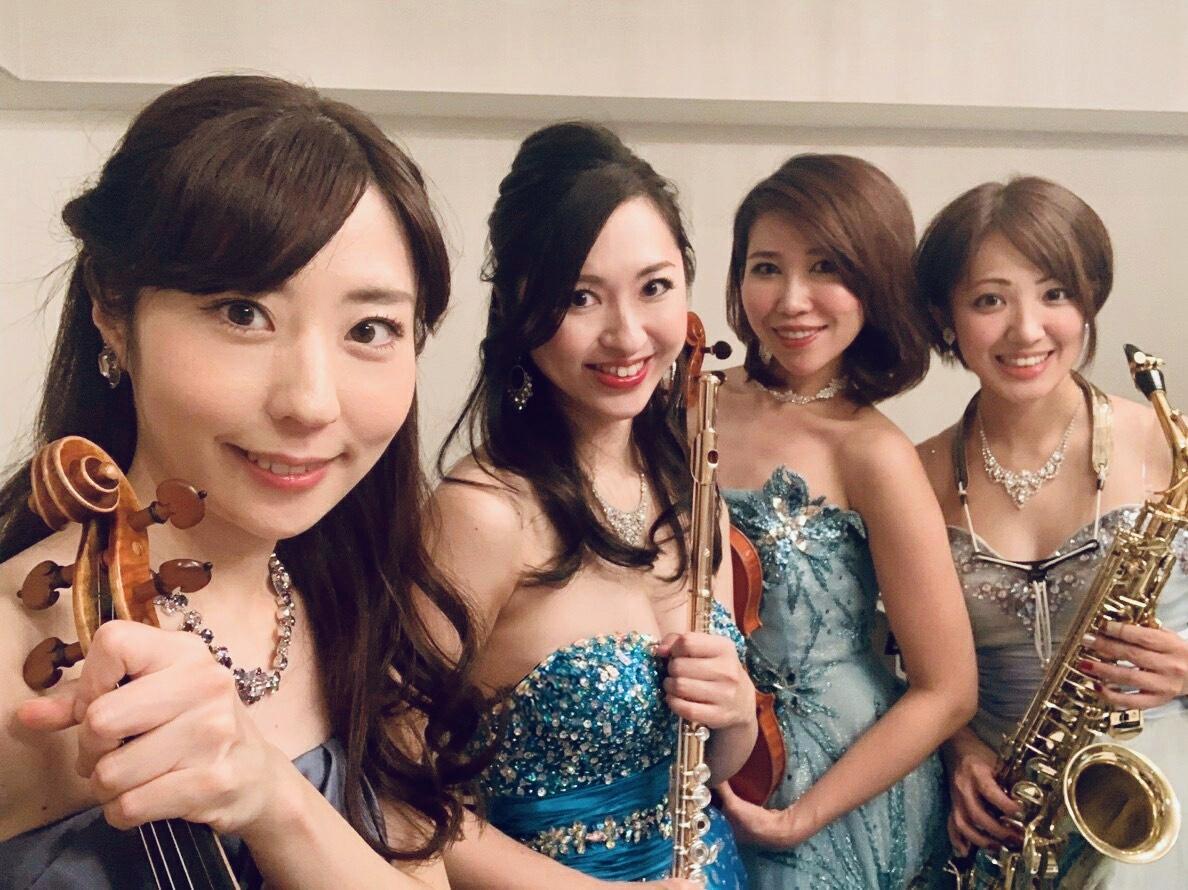 ヴァイオリン、フルート、サックスの4名で生演奏でした