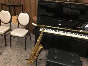横浜にてジャズトリオの演奏会場です