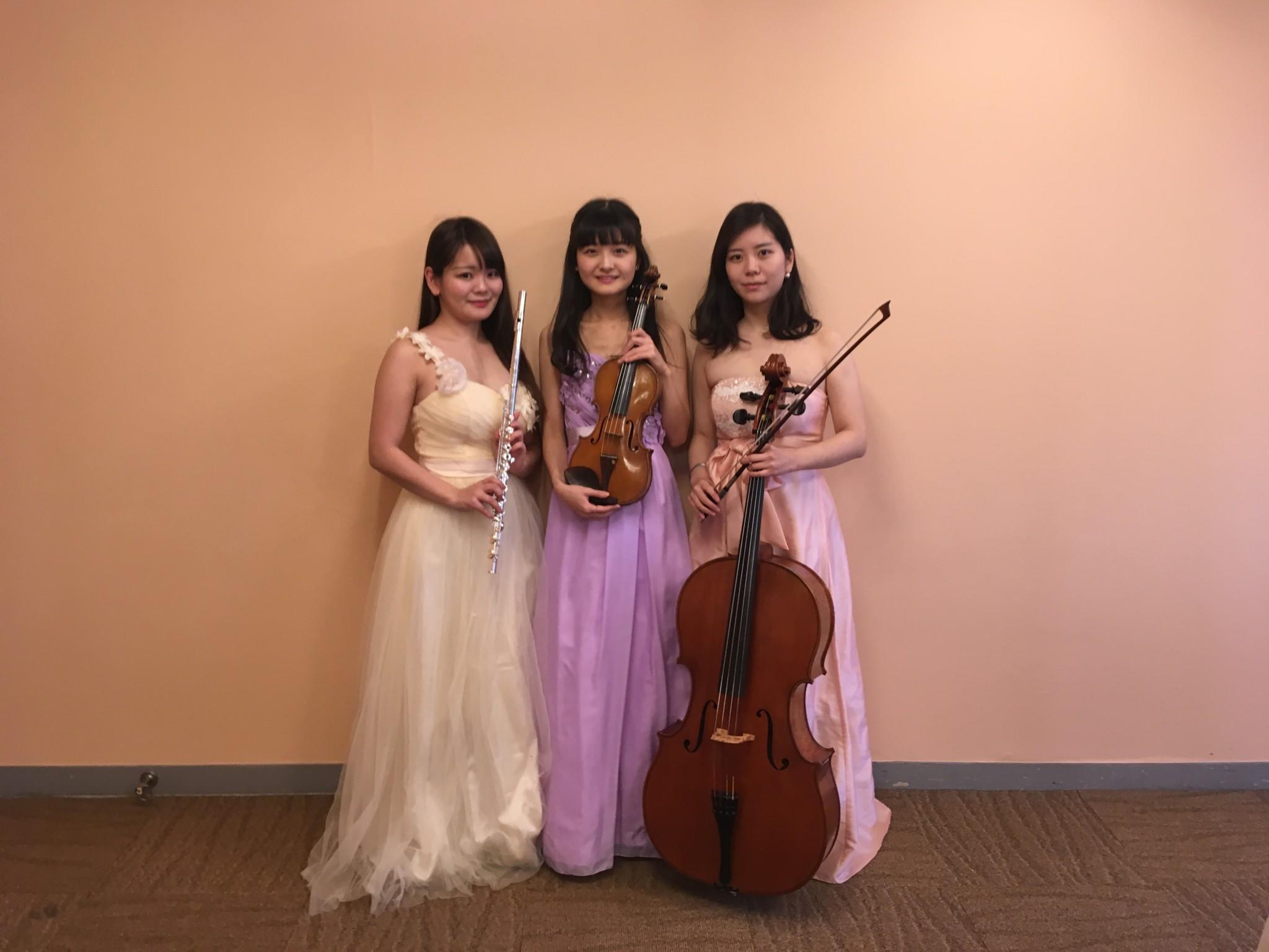 フルート、ヴァイオリン、チェロの3名編成でした