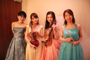 ヴァイオリン、チェロ、ピアノ、ドラムの4名編成