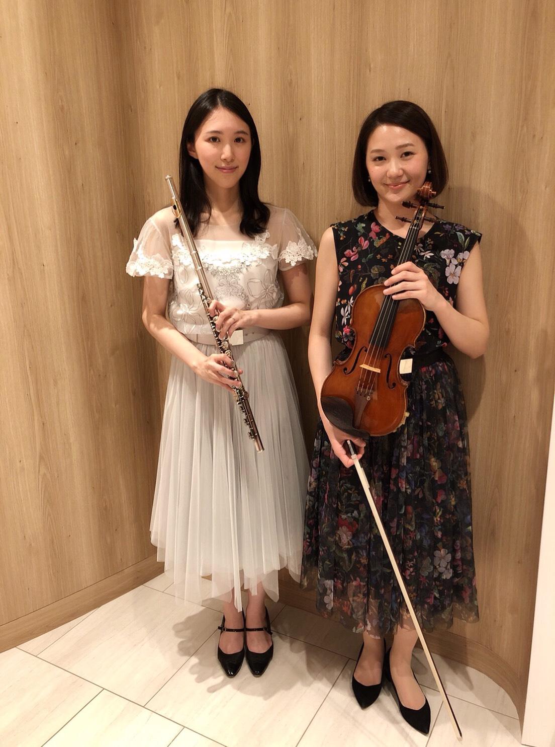 ヴァイオリンとフルートの生演奏でした