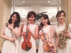 美人演奏家4名で余興演奏でした
