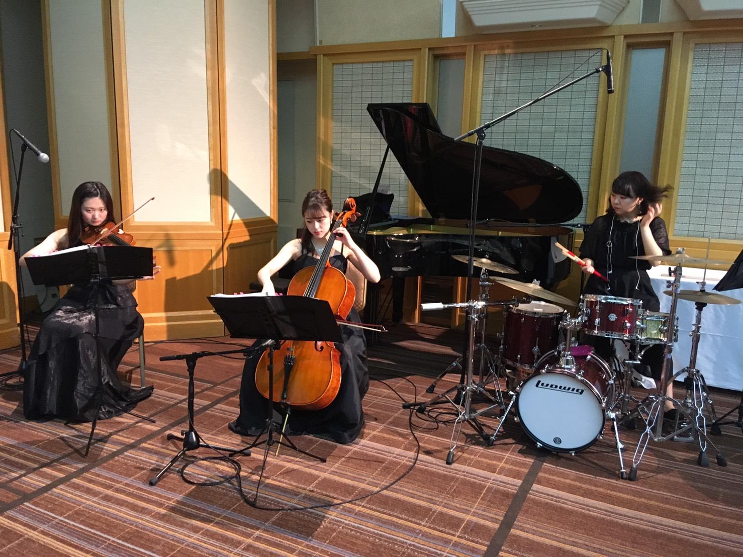 ヴァイオリン、チェロ、ドラムでご披露宴演奏でした