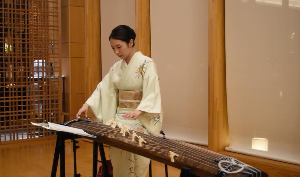 琴の美人演奏家の生演奏でした