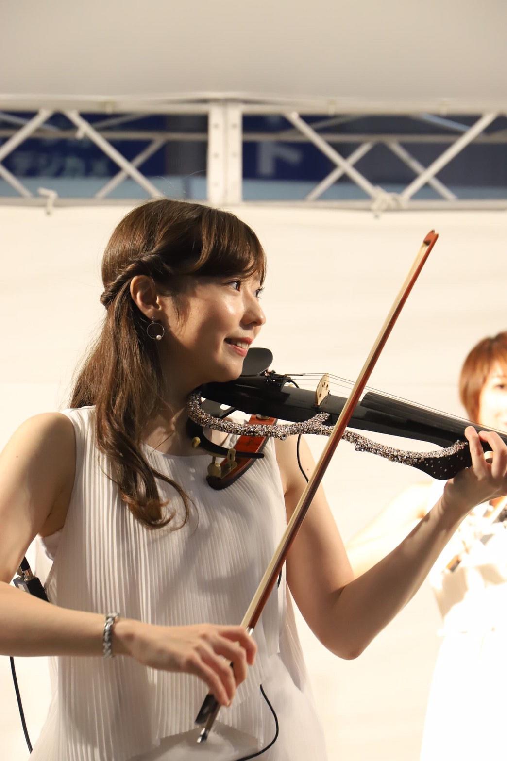 ミュージスターの美人ヴァイオリン奏者です