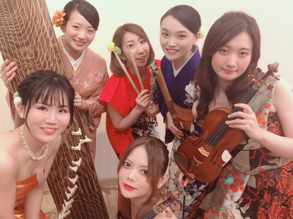 和楽器と洋楽器の美人演奏家です