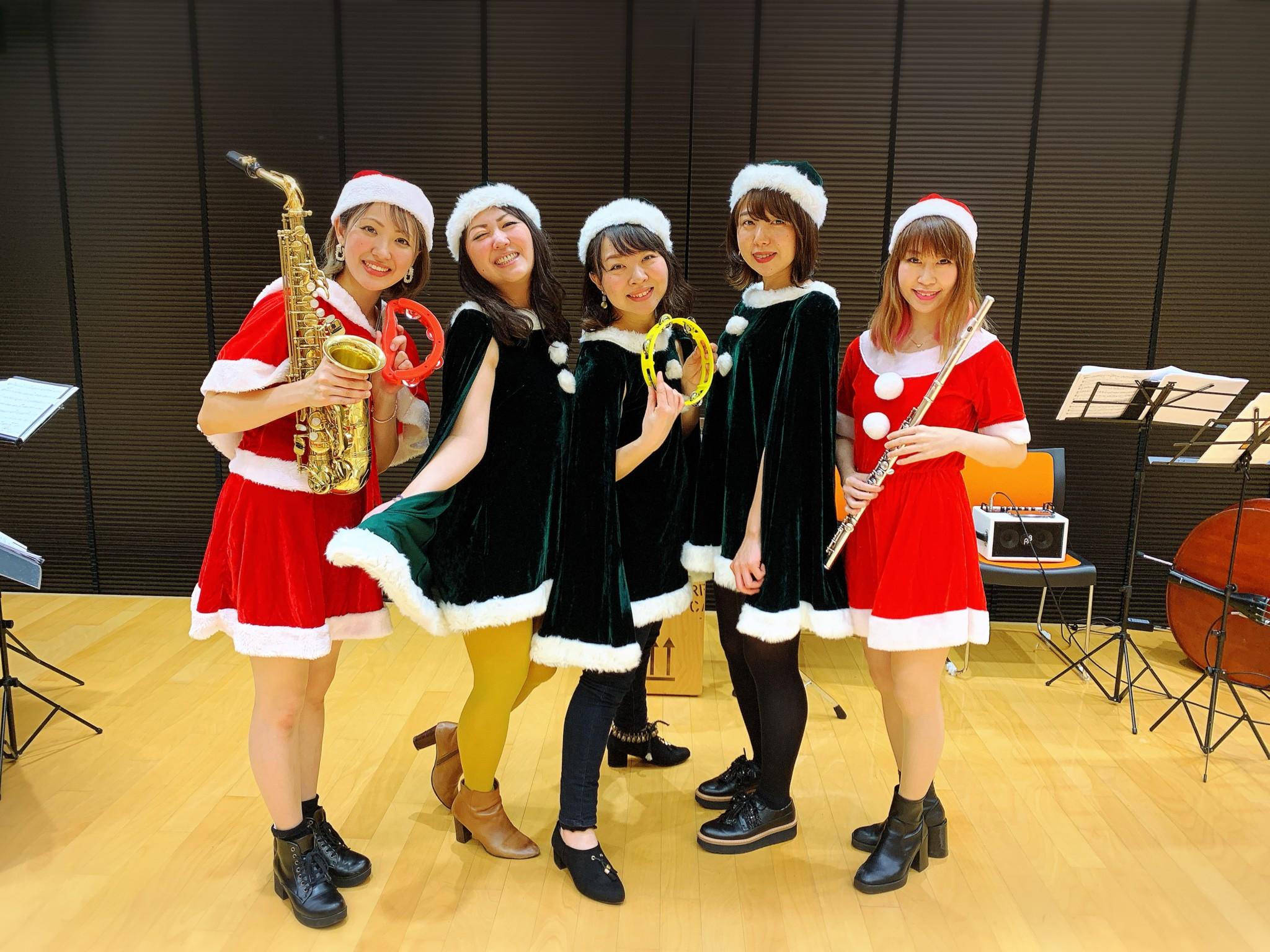 クリスマス曲を生演奏しました