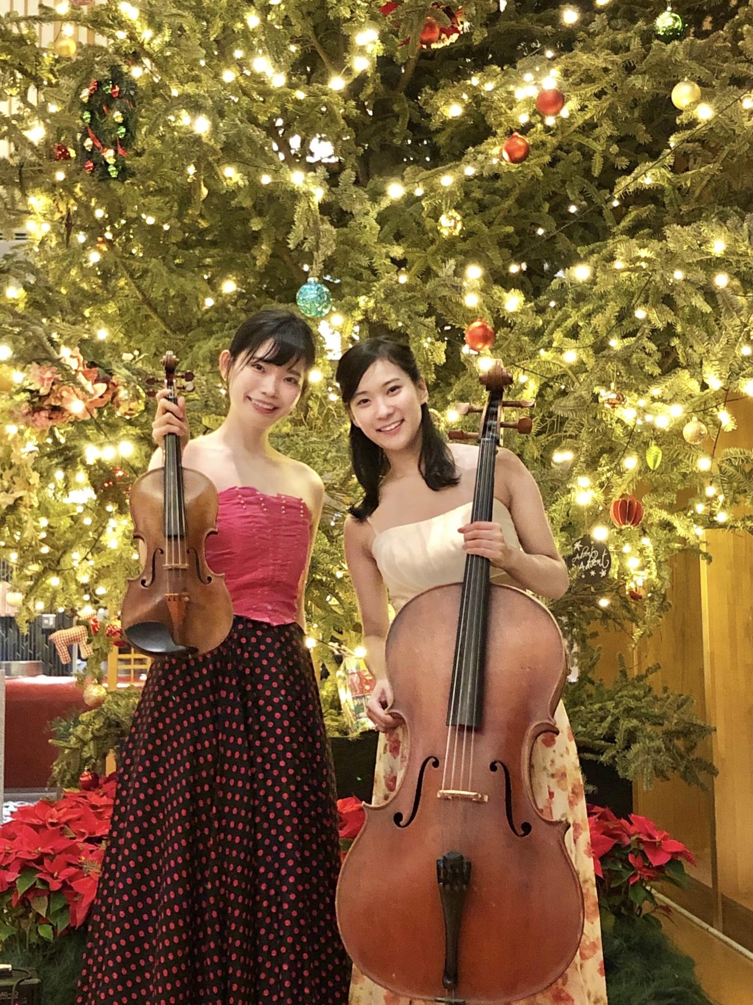 クリスマスミニコンサートにて弦楽二重奏生演奏でした
