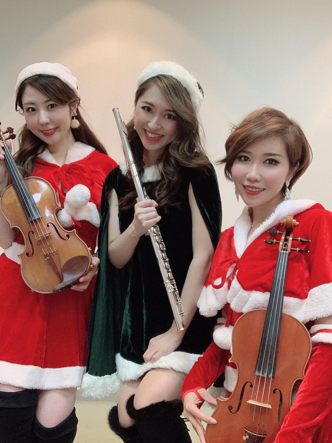 美人演奏家がクリスマス曲を生演奏します