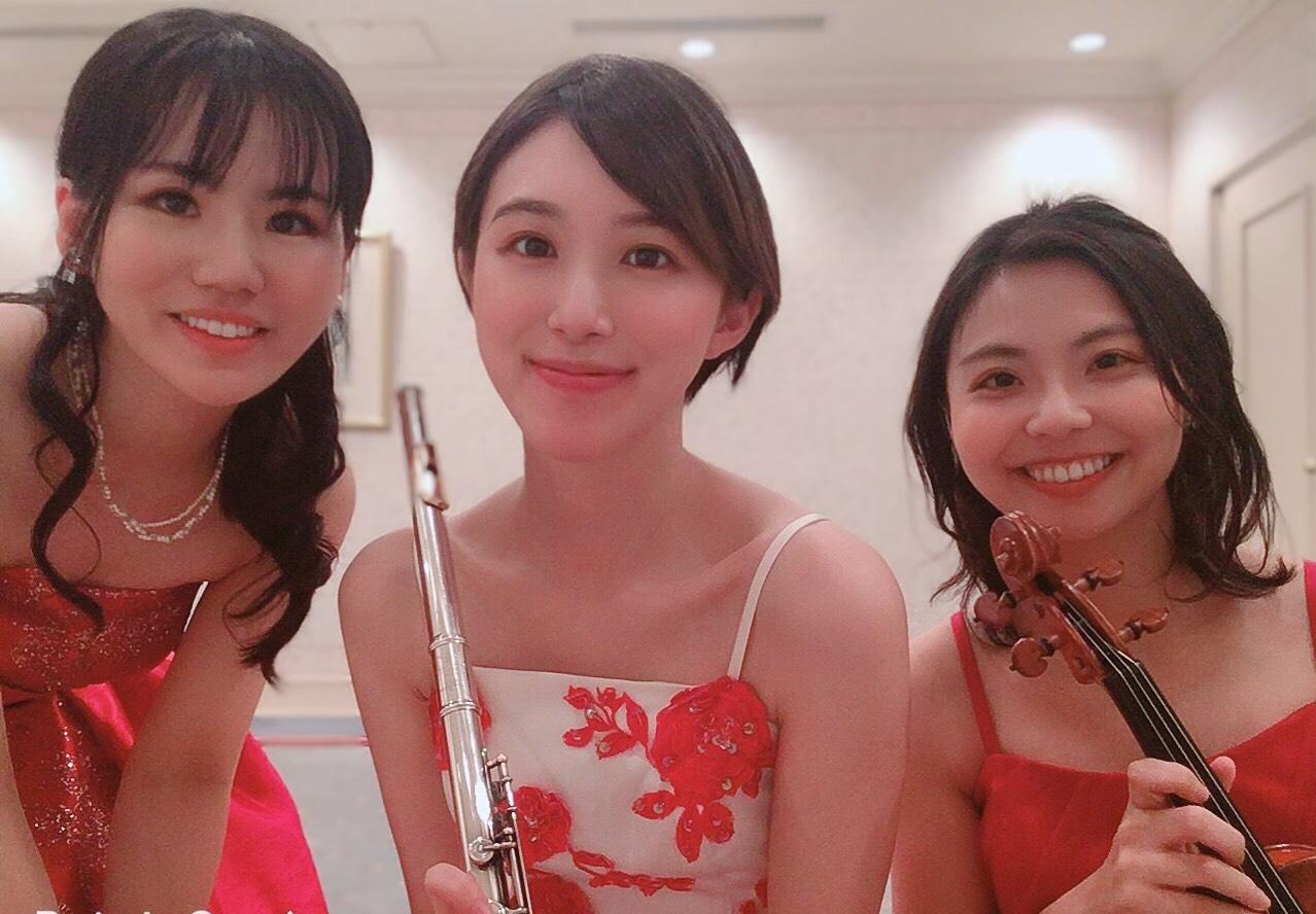 フルート、ヴァイオリン、ピアノの3名編成でした
