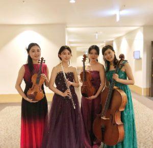 フルート、ヴァイオリン、ヴィオラ、チェロでクラシック生演奏でした