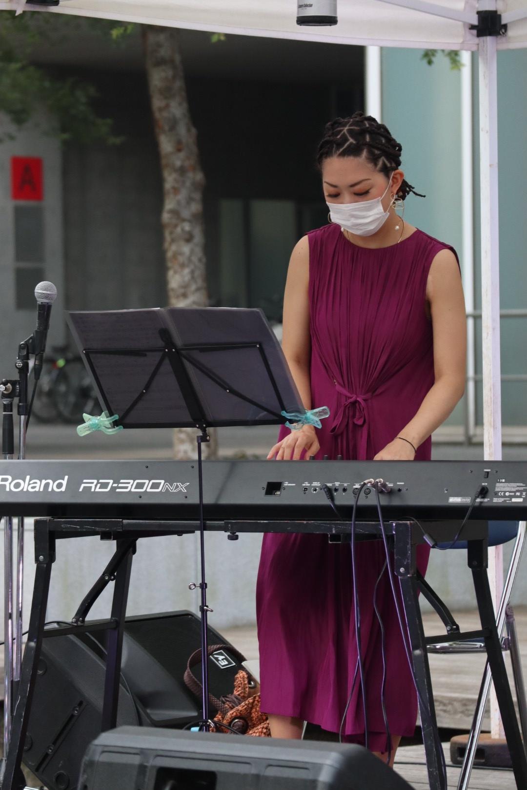 ジャズピアノの生演奏で人気があります