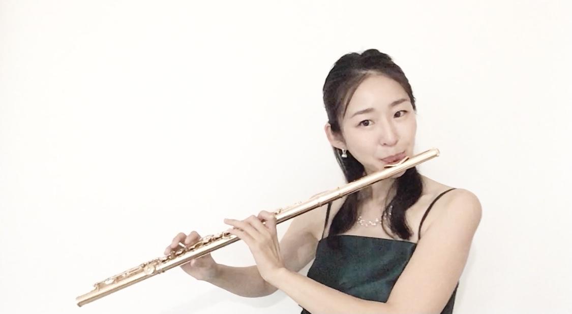 美人フルート奏者のクラシック演奏でした
