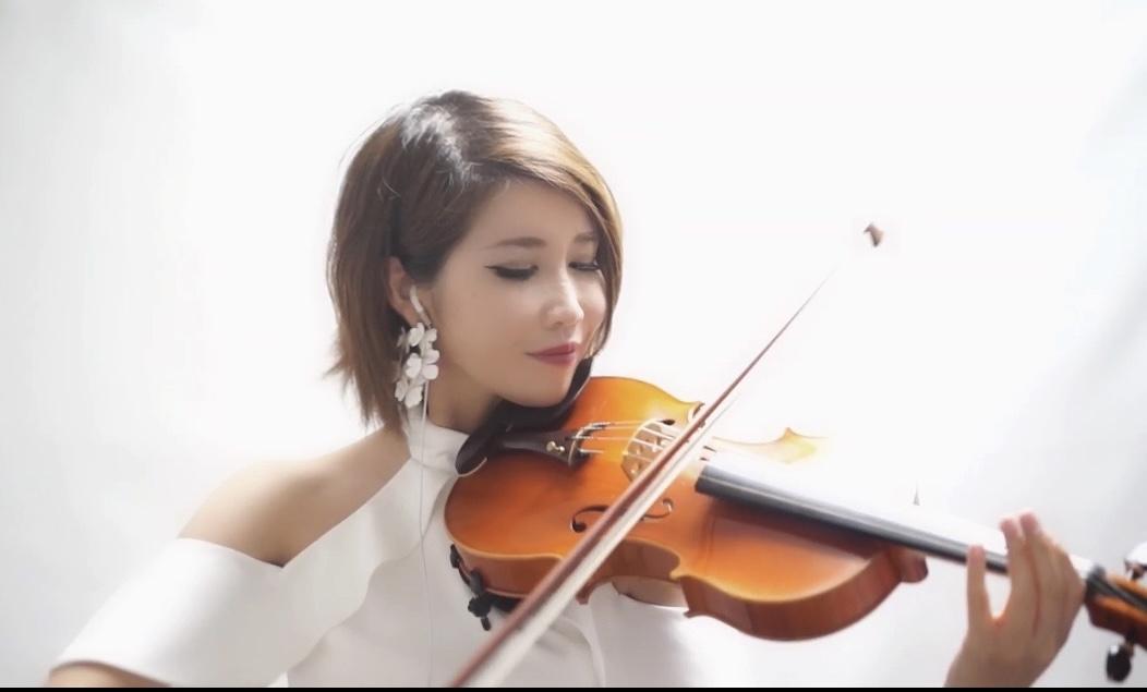 美人ヴァイオリン奏者のリモート演奏でした