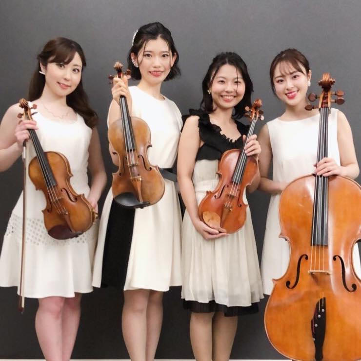 バイオリン、チェロの四重奏でクラシック生演奏でした